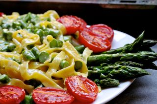 Pasta with Asparagus and Roasted Tomatoes (1)