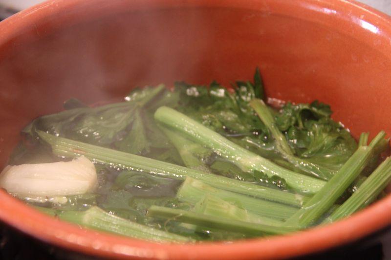 Steamy celery brodo