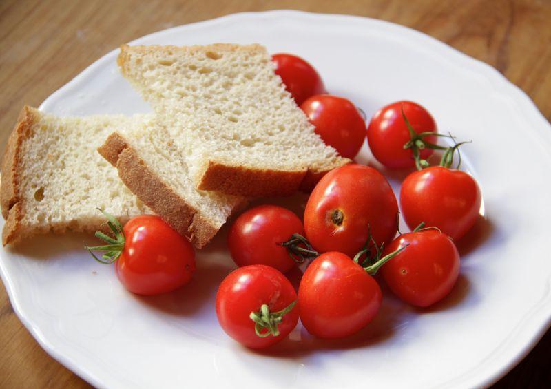 Bread & tomatoes