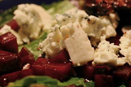 Beet_bluecheese_walnut_salad